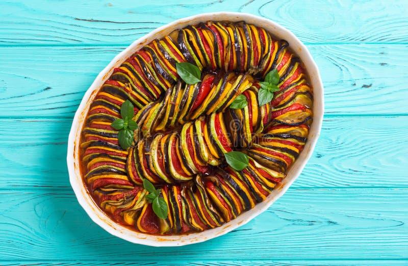 Traditionell fransk lagad mat provencal grönsakmaträtt - ratatouille royaltyfri fotografi