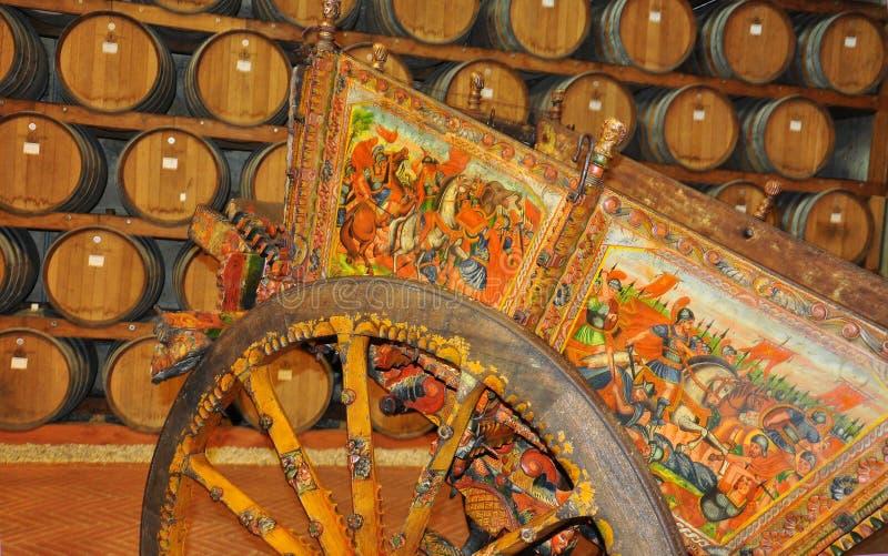 Traditionell gammal Sicilian målad trävagn royaltyfria foton