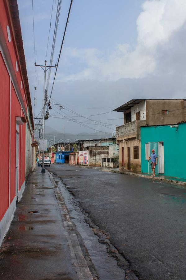 Traditionell gata i den Cumanacoa staden arkivfoto