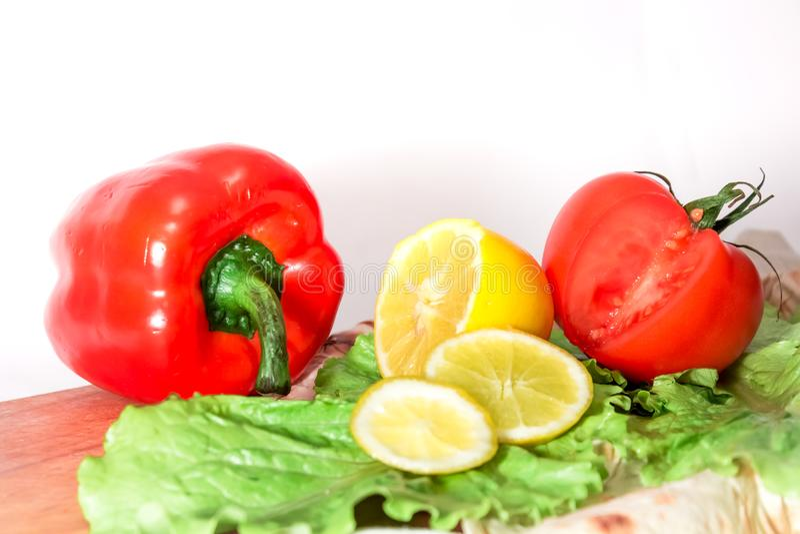 Traditionell grönsakstrikt vegetariansammansättning på skrivbordet royaltyfria bilder
