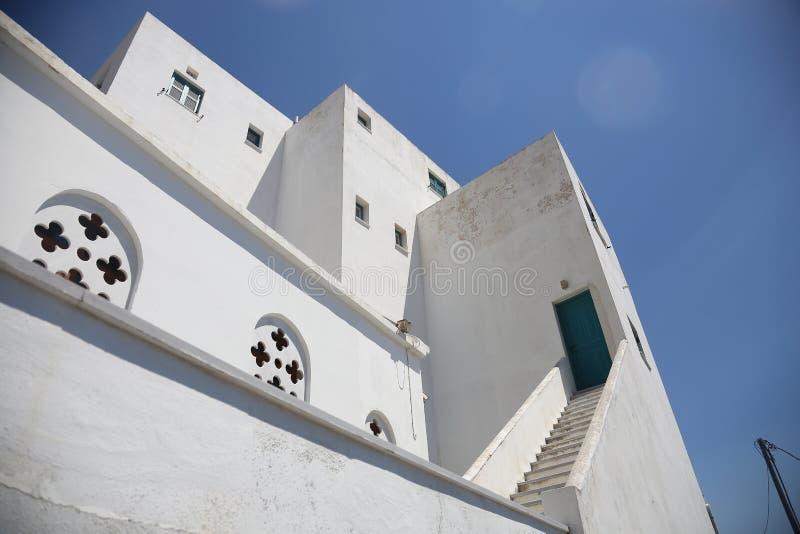 Traditionell grekisk kyrka i Tinos, Grekland arkivbilder