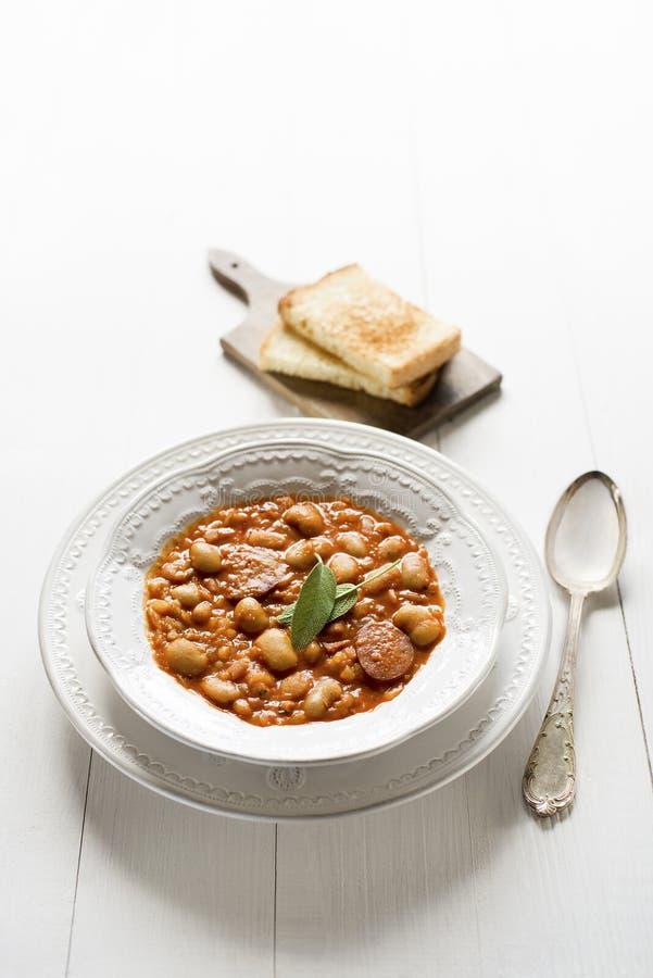 traditionell grekisk soup för bönamat royaltyfri fotografi