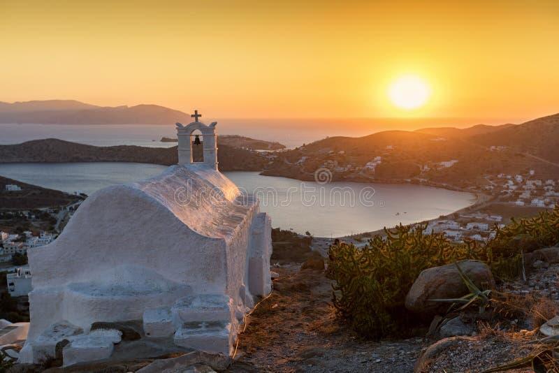 Traditionell, griechisch-orthodoxe Kirche in der Insel von IOS lizenzfreie stockfotografie
