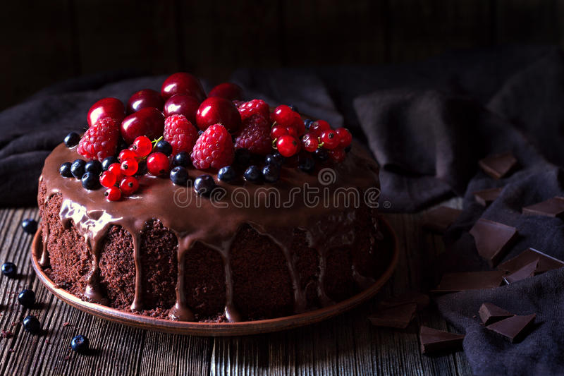 Traditionell hemlagad söt bakelse för chokladkaka royaltyfri bild