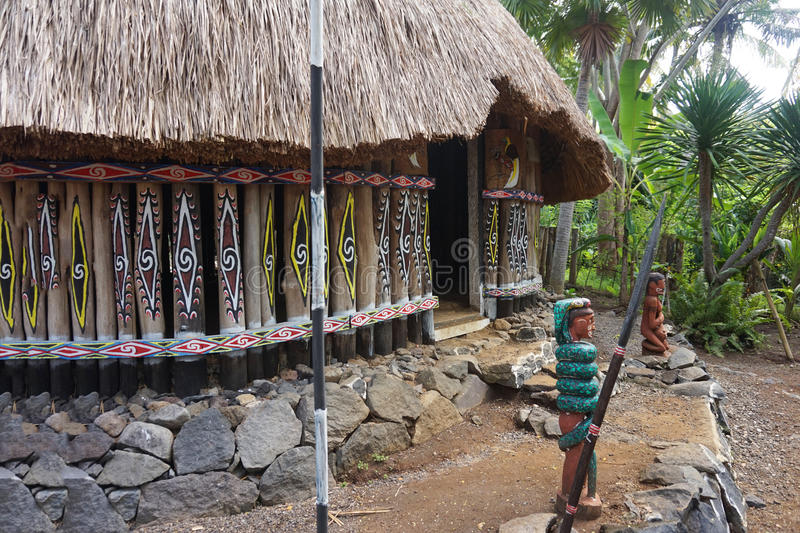 Traditionell by i Papua indonesia arkivbilder