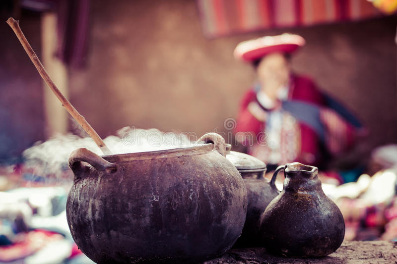 Traditionell by i Peru, Sydamerika. royaltyfria bilder