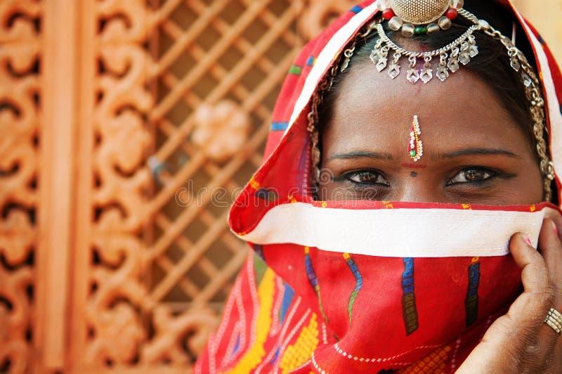 Traditionell indisk kvinna fotografering för bildbyråer
