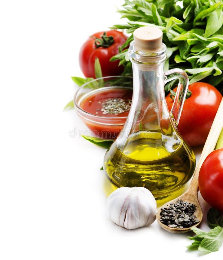 traditionell italiensk pizza för kokkonstmatingredienser fotografering för bildbyråer