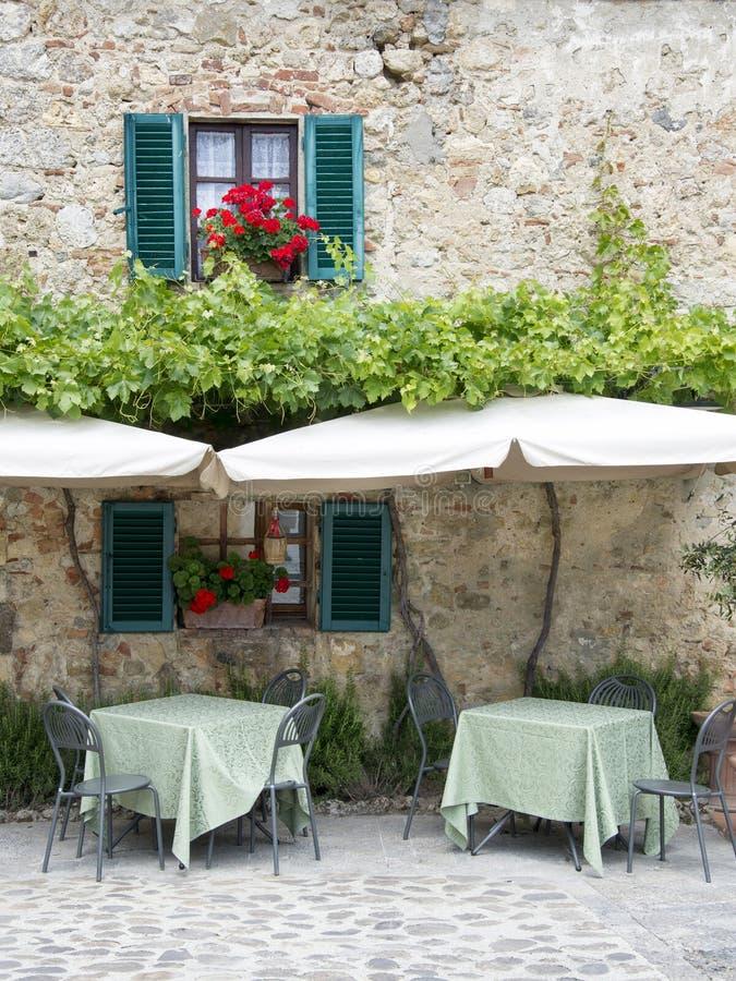 Traditionell italiensk restaurang royaltyfri foto