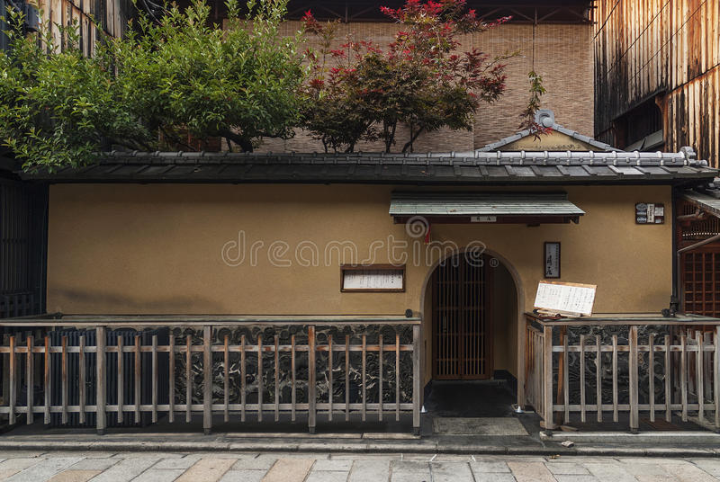 Traditionell japansk arkitektur i gionområde av kyoto Japan arkivbilder