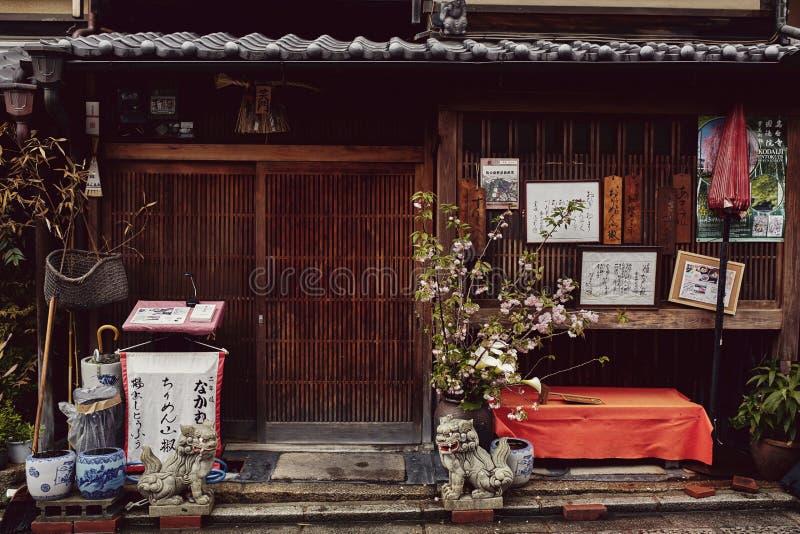 Traditionell japansk design i Kyoto, Japan arkivbilder