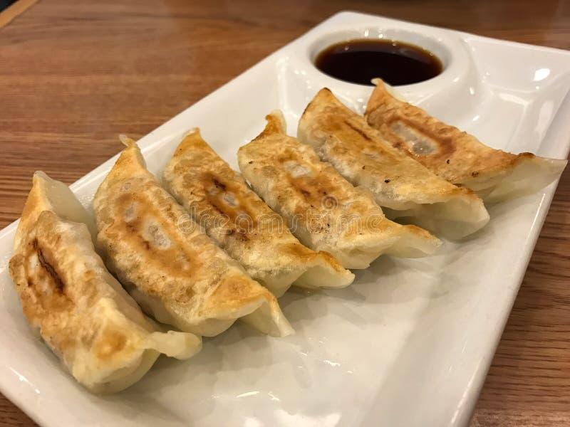 Traditionell japansk mat, Gyoza klimp med soya arkivfoto