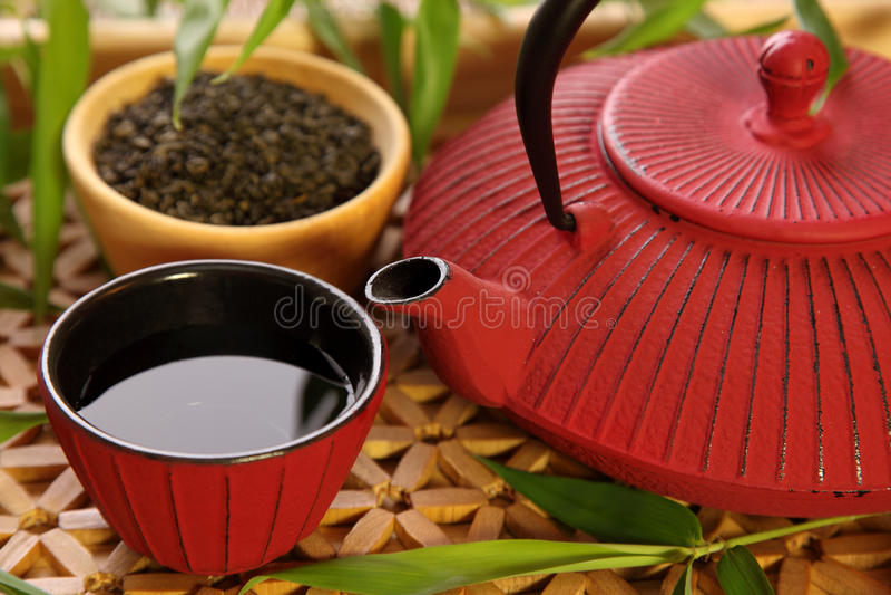 traditionell japansk teapot arkivbild