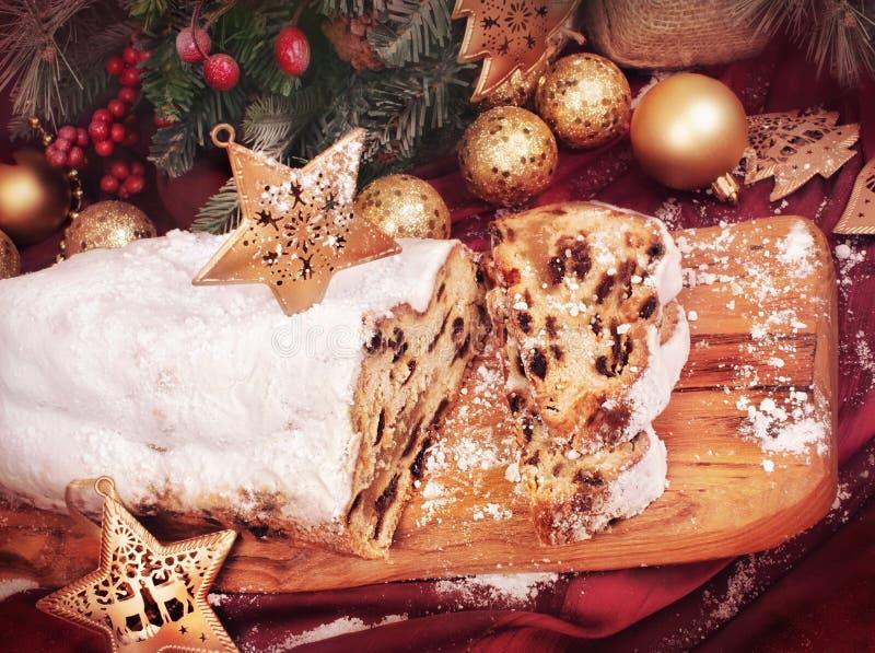 Traditionell jul bakar ihop, stollen kakan arkivfoto