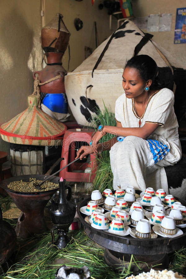 Traditionell kaffeceremoni ethiopia royaltyfri bild