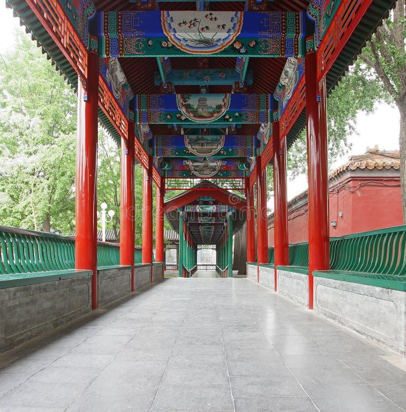 traditionell kinesisk färgrik korridor för arkitektur arkivbilder