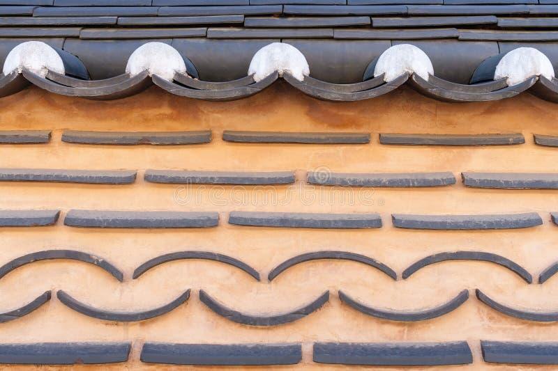 Traditionell koreansk bakgrund för tegelstenvägg royaltyfria foton