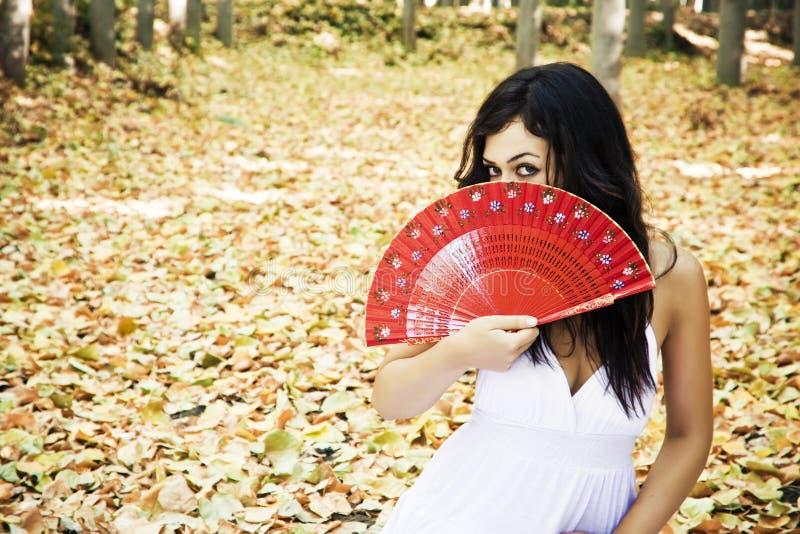 traditionell kvinna för härlig behind ventilator royaltyfri fotografi