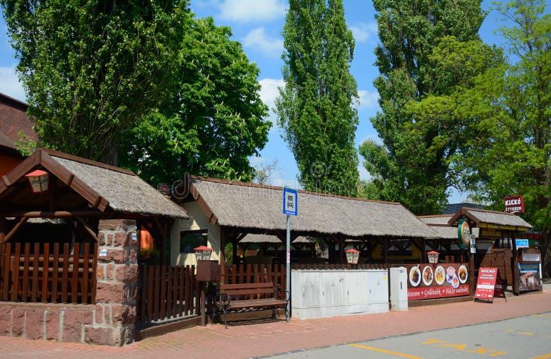 Traditionell lantlig byggnad, Balatonalmadi, Ungern royaltyfri foto