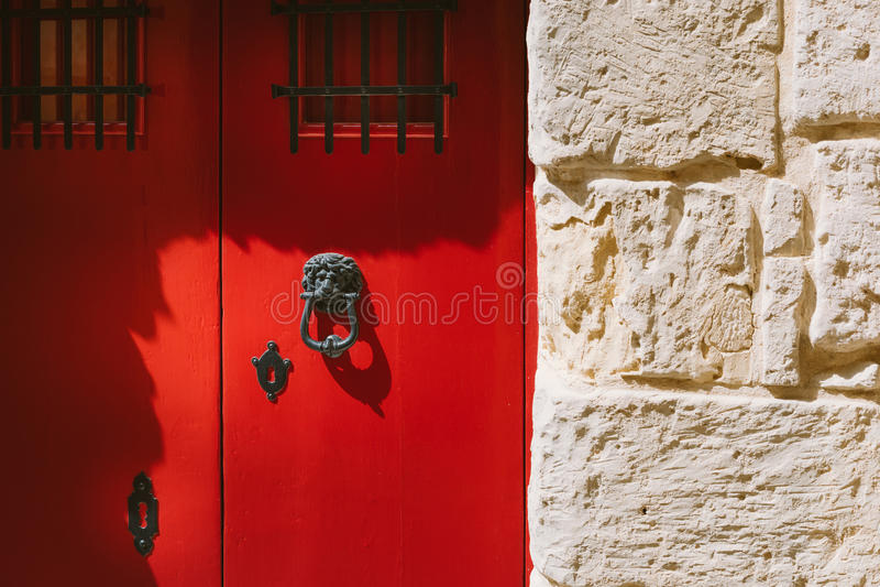 Traditionell maltese dörr arkivbilder