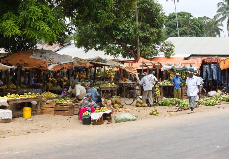 Traditionell marknad av frukter arkivfoto
