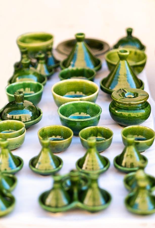 Traditionell marockansk marknad med souvenir Handgjort keramiskt fotografering för bildbyråer