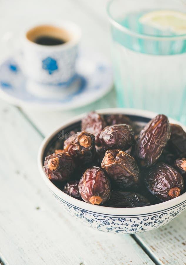 Traditionell mat för den iftar Ramadan royaltyfri foto