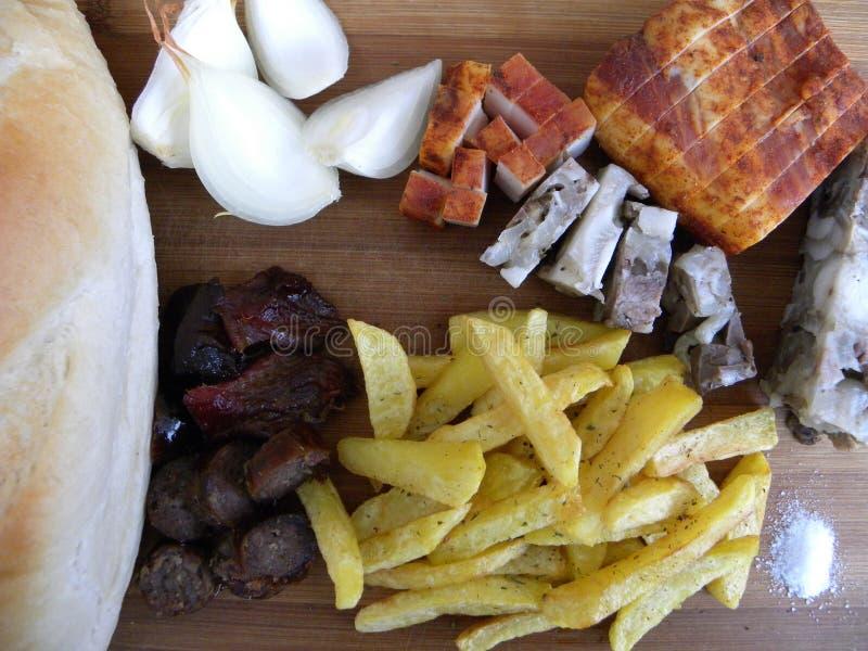 traditionell mat mat traditionell bondaktig käck tjänad som förkylning arkivfoton