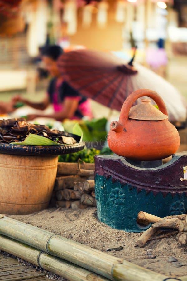 Traditionell matmarknad på den norr Thailand en av den populäraste turist- dragningen som är utomhus- i Asien fotografering för bildbyråer