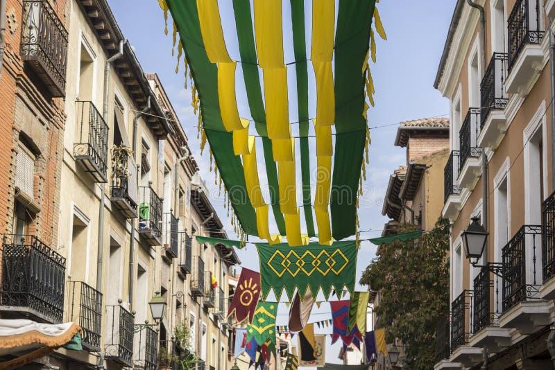 traditionell medeltida festival i gatorna av Alcala de Henare arkivfoton