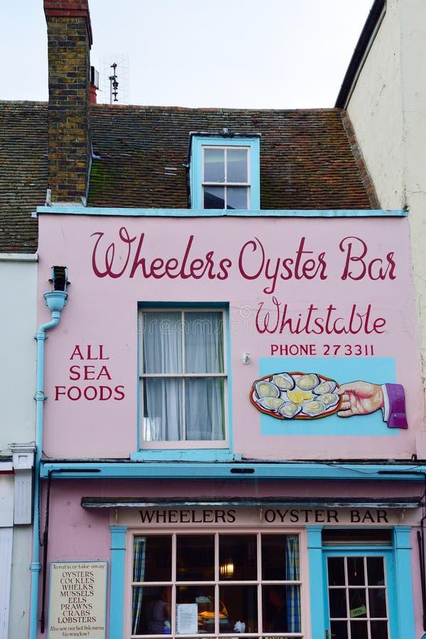 Traditionell ostronrestaurang i den Whitstable storgatan royaltyfri foto