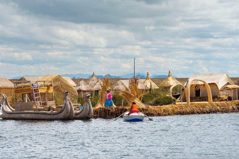 Traditionell by på sjön Titicaca i Peru royaltyfria bilder