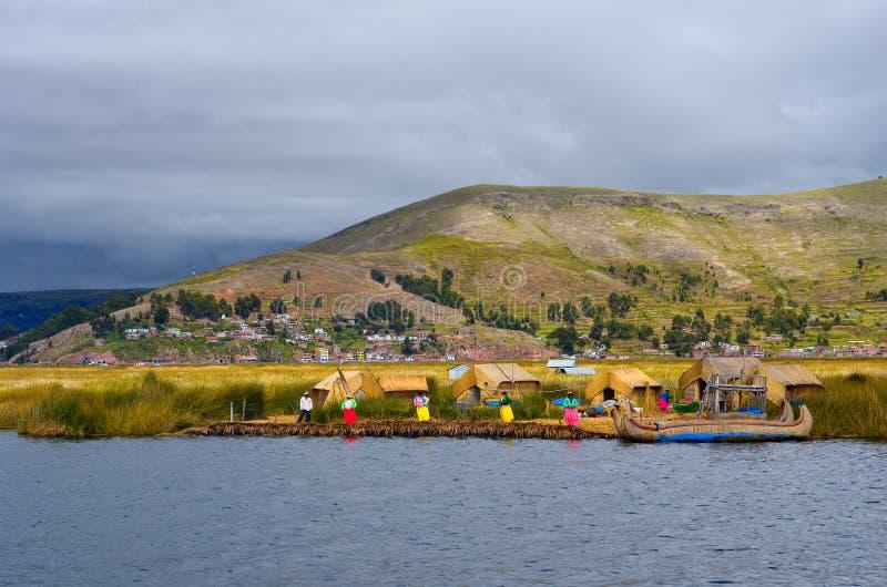 Traditionell by på Uros öar på sjön Titicaca i Peru royaltyfria foton