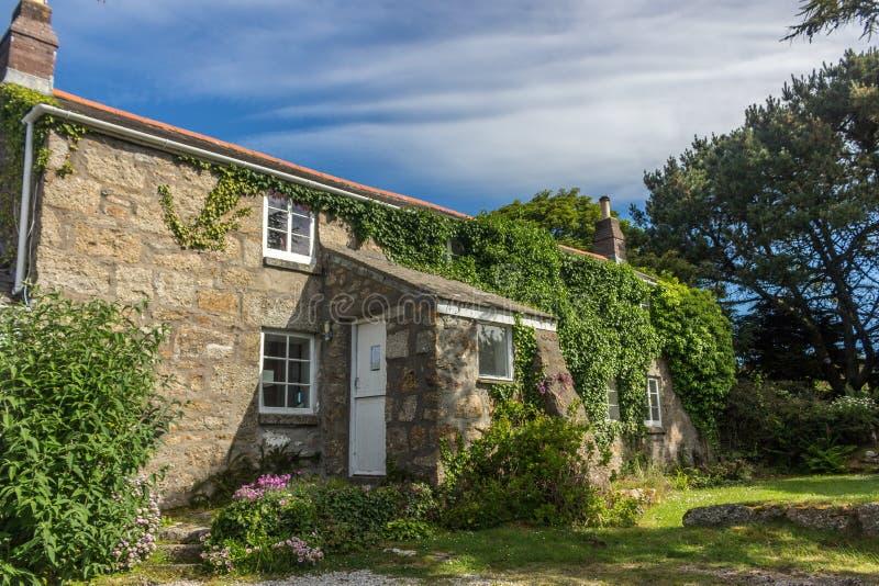 Traditionell pittoresk stuga i en by i England fotografering för bildbyråer