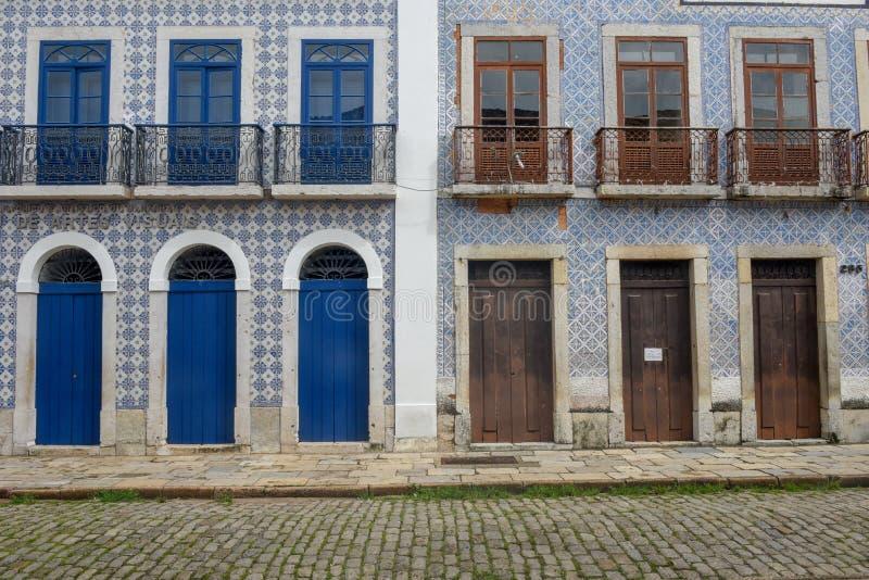 Traditionell portugisisk kolonial arkitektur i Sao Luis, Brasilien arkivfoto