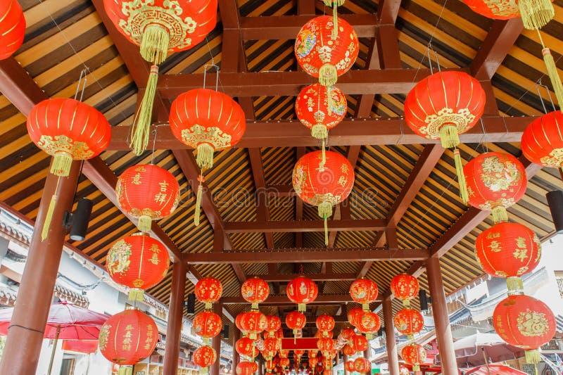 Traditionell röd kinesisk boll, lyktalampa royaltyfri fotografi