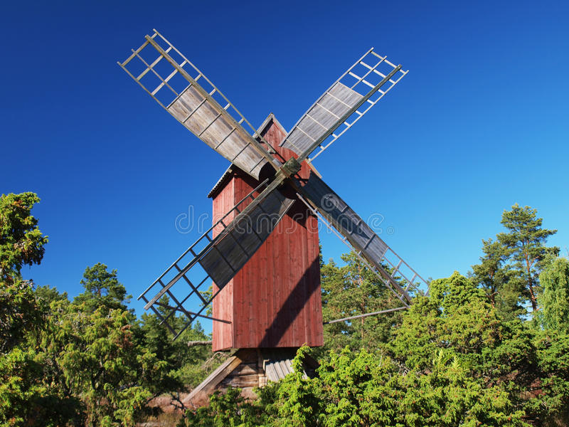 Traditionell röd windmill arkivbilder