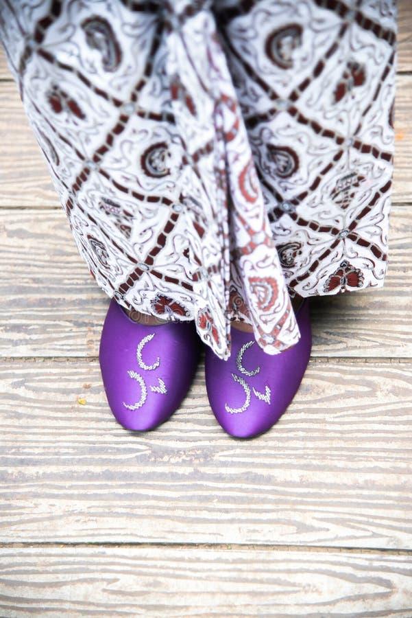 Traditionell sandal av Java eller den Sunda brudgummen royaltyfri bild