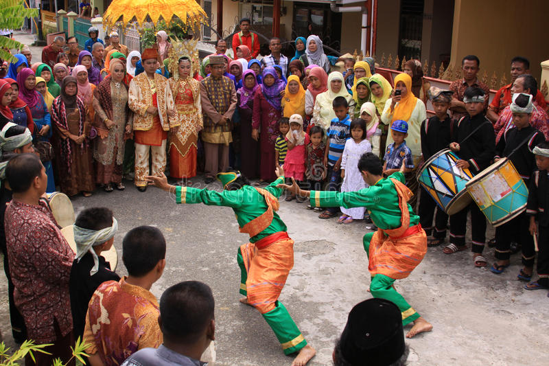 Traditionell silatdans på ett minangbröllop