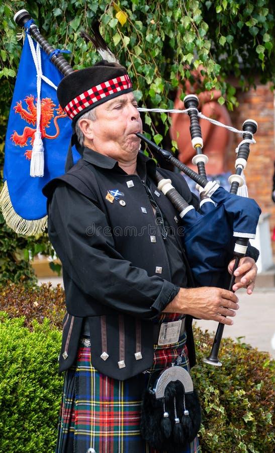 Traditionell skotsk pipblåsare arkivbild