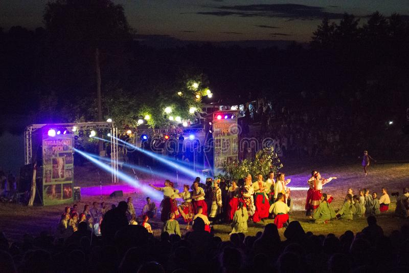Traditionell slavic beröm av Ivana Kupala ferie i Ukraina royaltyfri foto