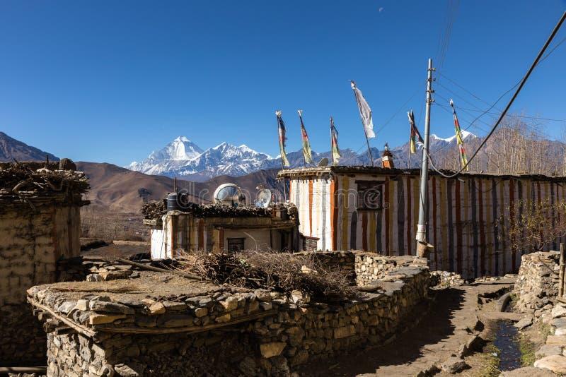 Traditionell stenbyggandeby av Jhong, Nepal arkivfoto