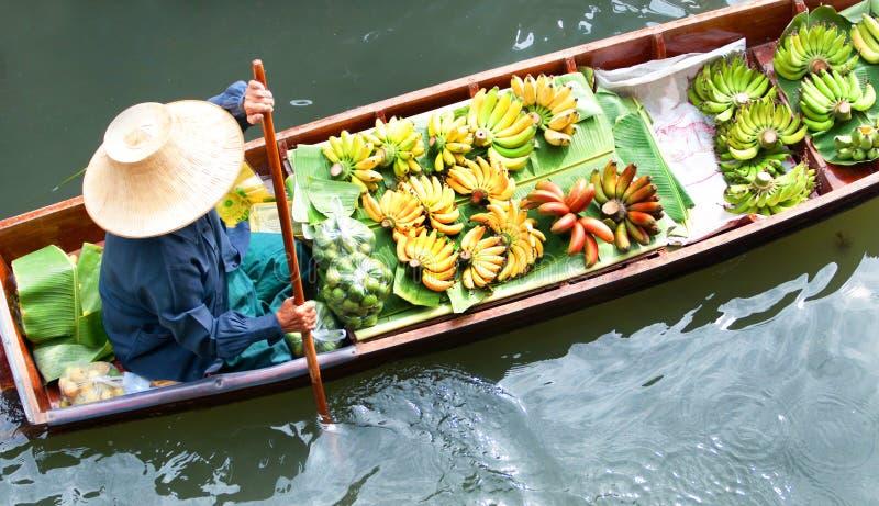 Traditionell sväva marknad, Thailand. royaltyfria bilder