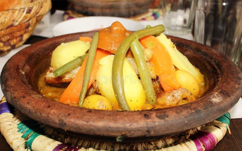 Traditionell tagine i en marockansk restaurang royaltyfri bild