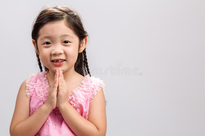 Traditionell thailändsk hälsningbakgrund/traditionell thailändsk hälsning/traditionell thailändsk hälsning på vit bakgrund royaltyfri fotografi