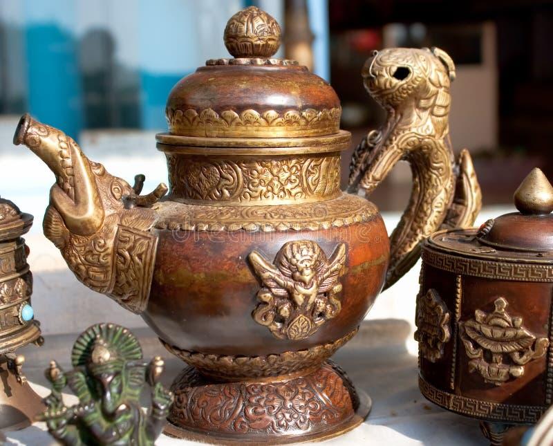 Traditionell tibetan tea--pot och sockerask, royaltyfri fotografi