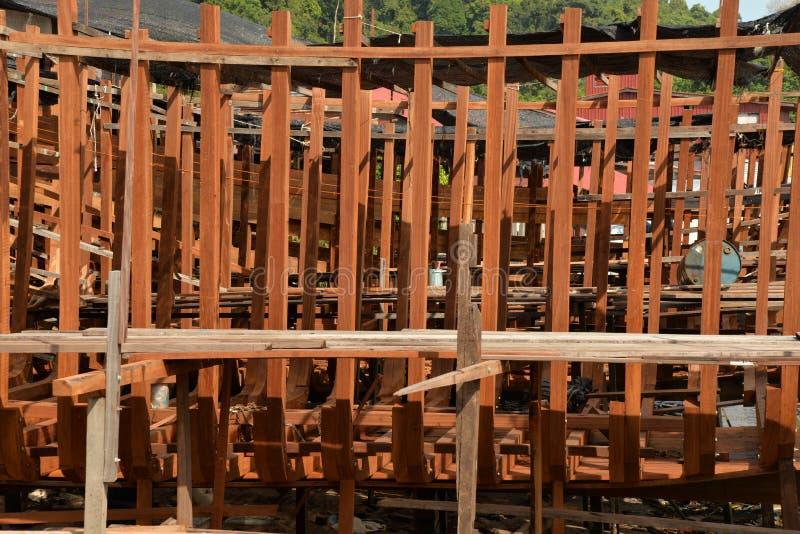 Traditionell träskeppsdocka för skeppbyggnad arkivbilder