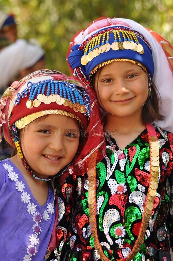 traditionell turk för torkdukeflickor arkivbild