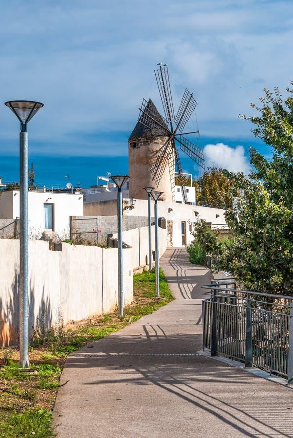 Traditionell väderkvarn i Palma de Majorca, Spanien. arkivbild