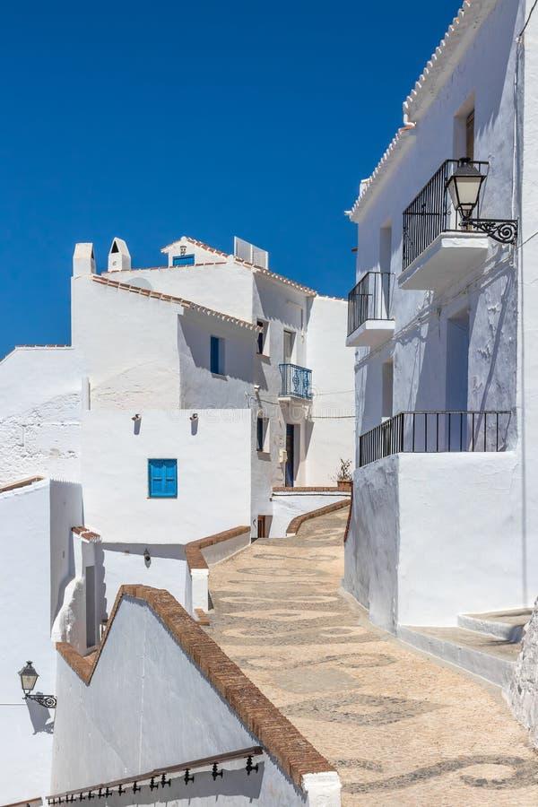 Traditionella Andalusian vithus under blå himmel arkivfoton